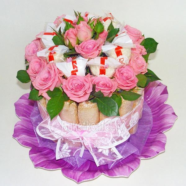 Букеты из живых цветов с конфетами своими  896