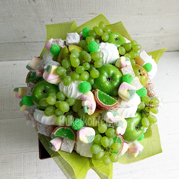 Букеты из фруктов и сладостей своими руками 32